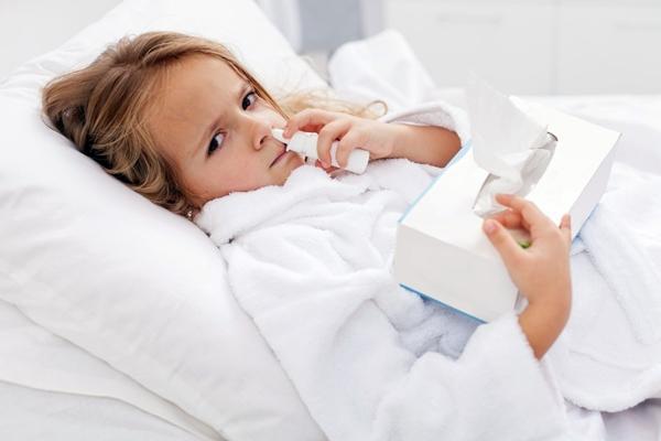 у ребенка закладывает нос в положении лежа