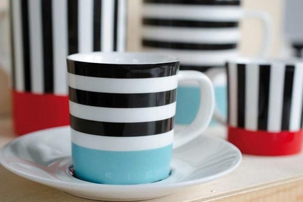 чашка на столе