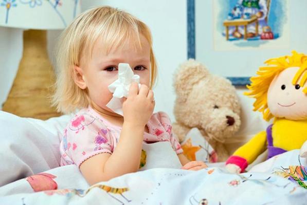 насморк у ребенка в кровати