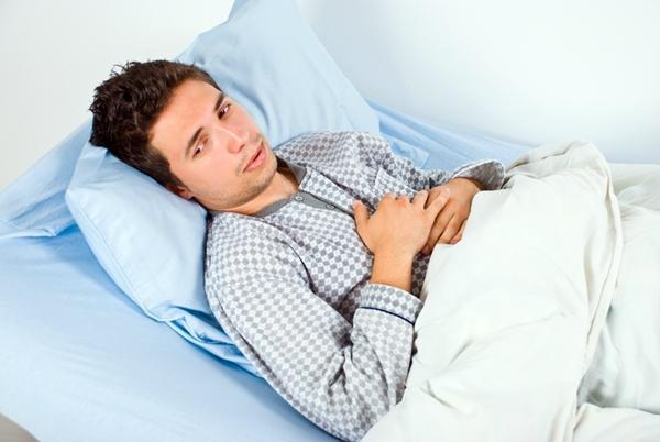 человек в кровати