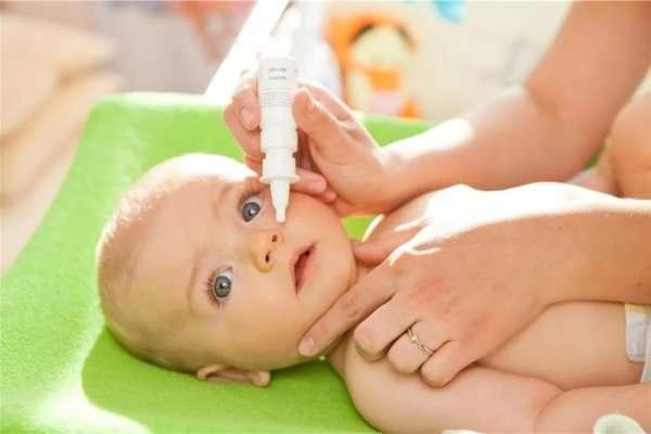 закапывание в нос капель ребенку