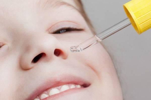 закапывать нос с пипетки ребенку
