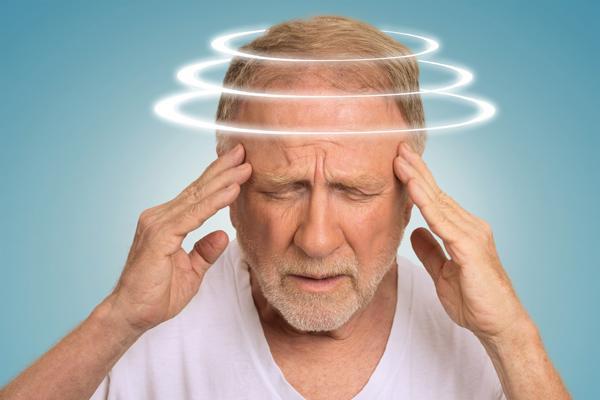 у мужчины кружится голова
