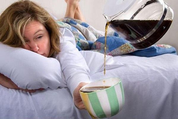 сонлиовсть у девушки в кровати