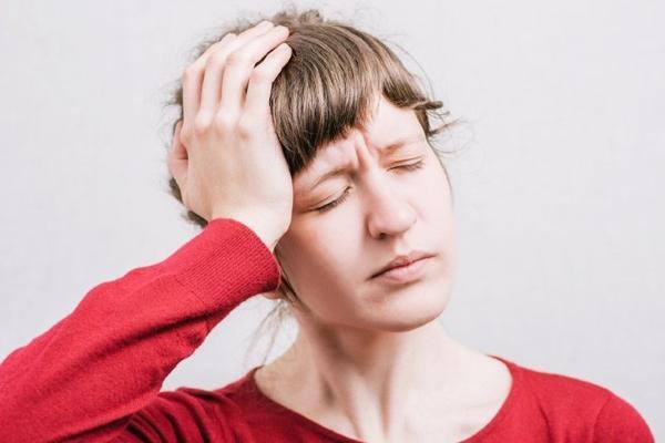 у женщины боль в голове