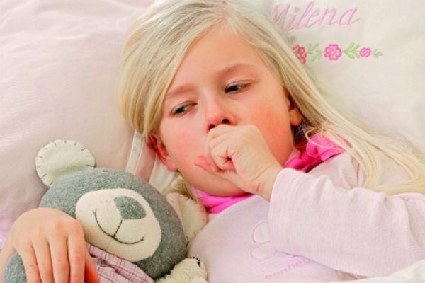 кашель у ребенка в кровати