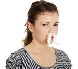 тампоны в носу у женщины