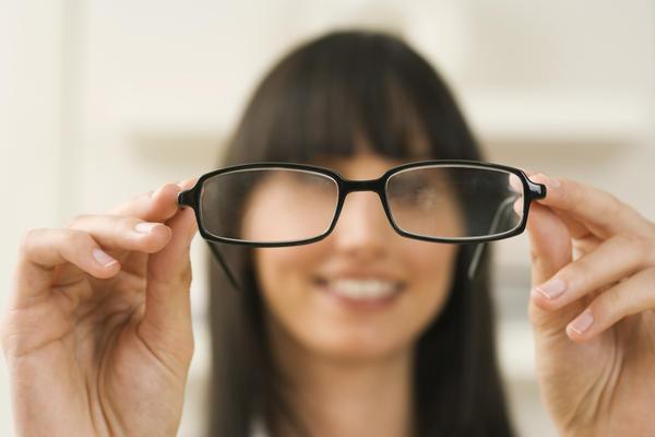 девушка с нарушением зрения