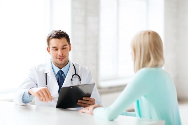 женщина на консультации у врача