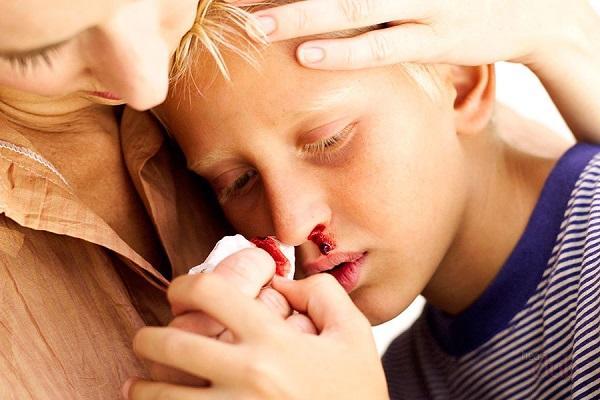 сопли с кровью у ребенка