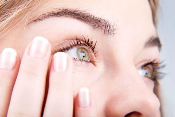 Боль в уголке глаза у переносицы