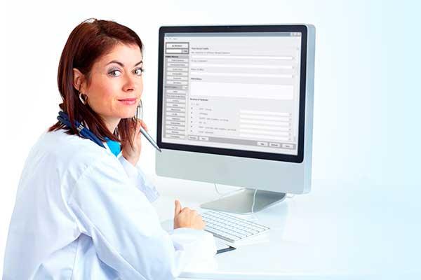 мед работник за компьютером
