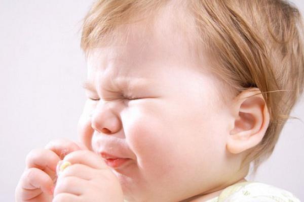 ребенок чихает