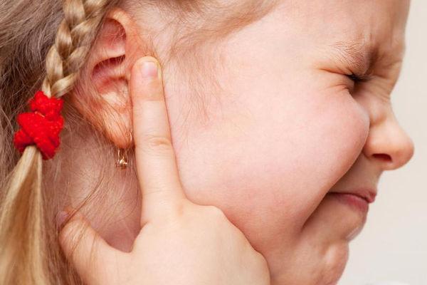 больное ухо у ребенка