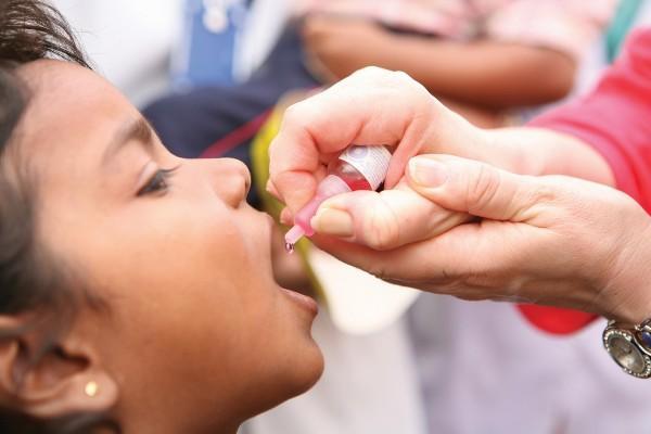 процесс прививки от полиомиелита