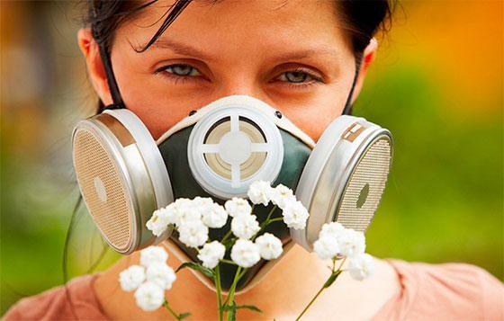 у девушки аллергия на цветы