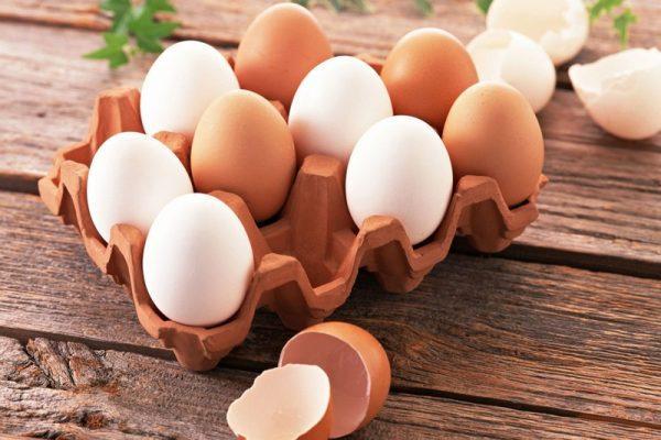 куриные яйца в лотку