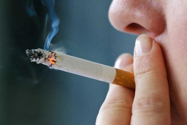 курение мужчины