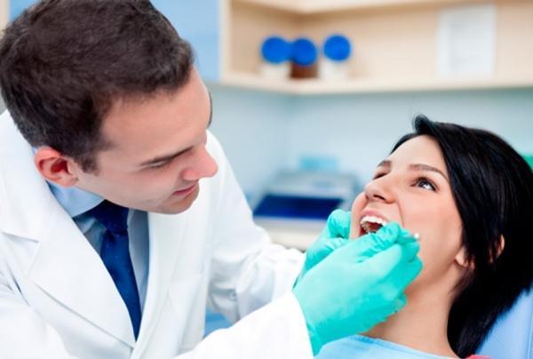 осмотр полости рта у стоматолога