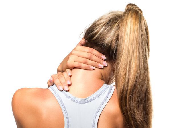 у женщины дискомфорт в шее