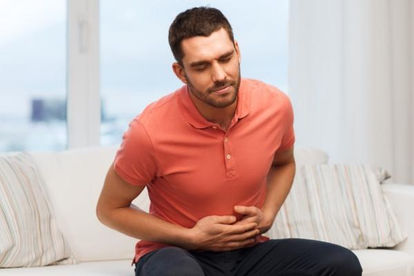 у мужчины болит желудок