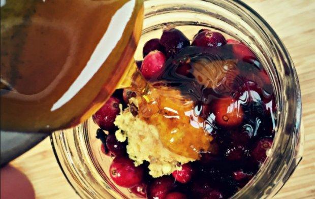 Свекольно-клюквенный настой с медом на спирту