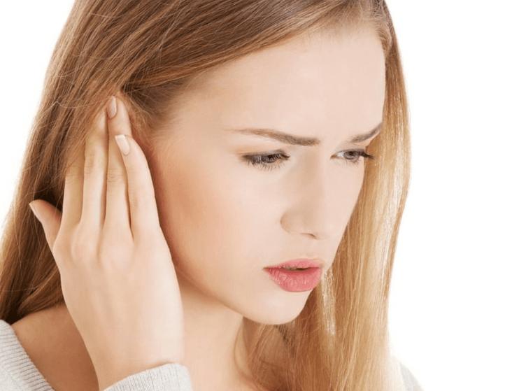 Шум в ухе и заложенность без боли