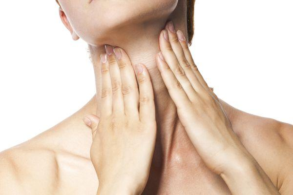 Киста на миндалине в горле (ФОТО): чем опасна киста на гландах и что делать