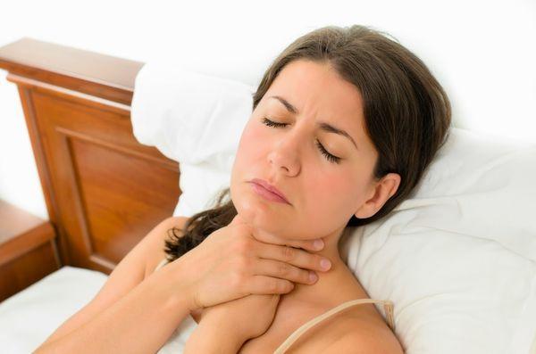 Чем лечить горло маме при грудном вскармливании