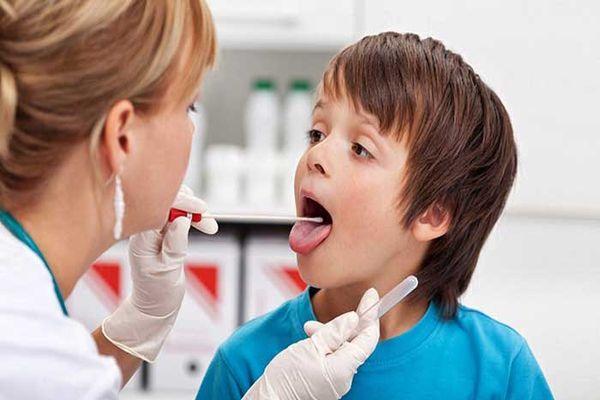 горло болит у мальчика