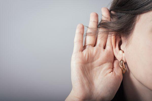 Глухая женщина