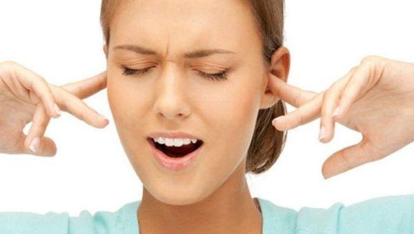 Пальцы в ушах