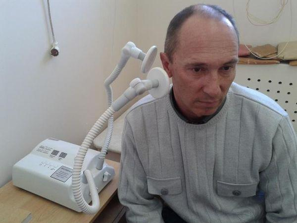 Мужчина на физиопроцедуре