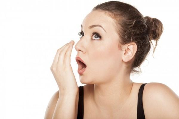 неприятный запах рта
