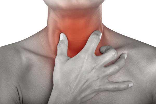 у мужчины болит горло