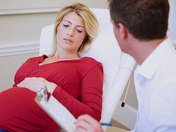 беременная и доктор