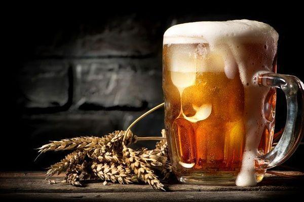 пиво на столе
