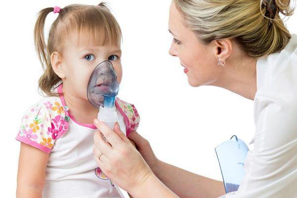 девочка с больным горлом