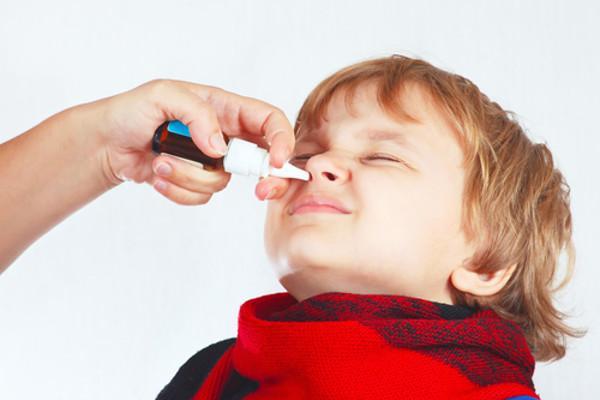 закапывать нос ребенку