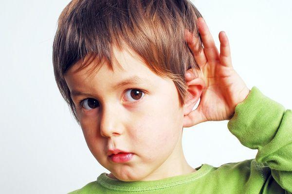 слух у ребенка