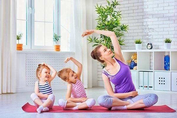 йога для взрослых и детей
