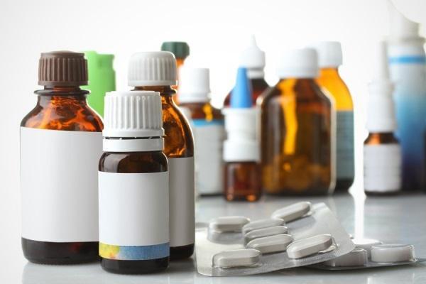 лекарства на столе
