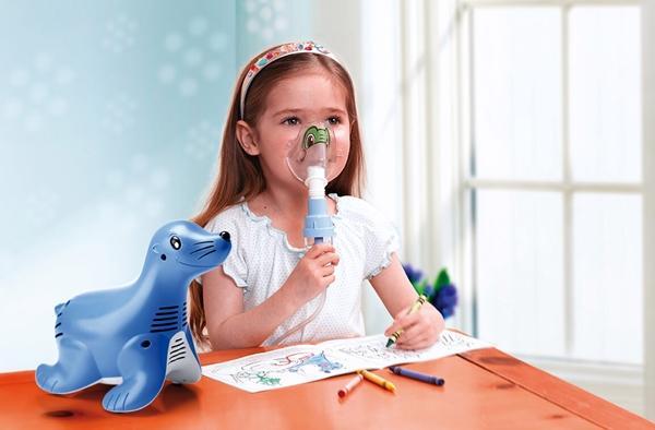 ребенок с детским небулайзером