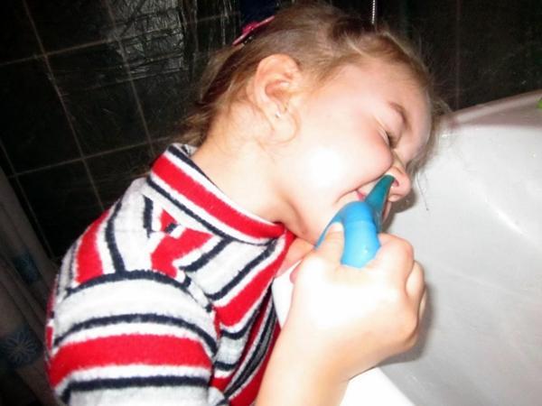 промывание носа ребенка