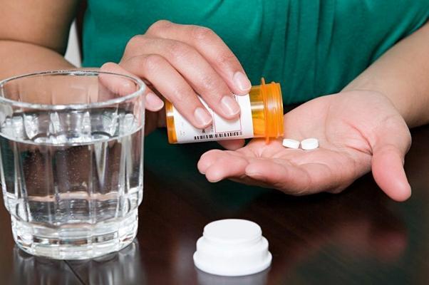 процесс приема таблеток