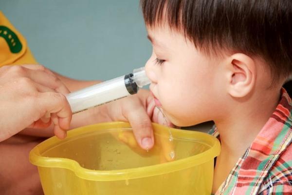 процесс промывания носа ребенку