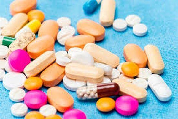 таблетки на полу