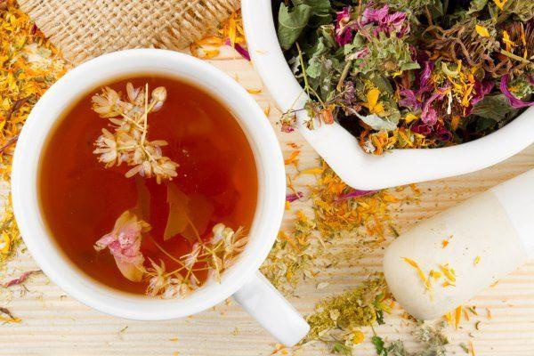 горячий чай с трав