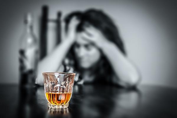 алкоголь девушке