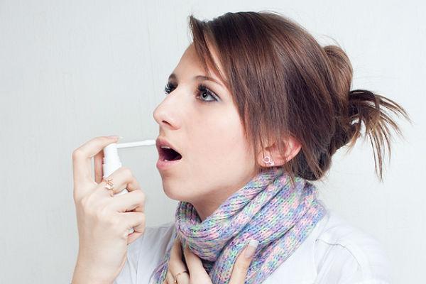 у девушки больное горло